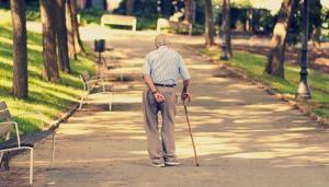 20_Nov_2015_13_21_04_old-man-walking